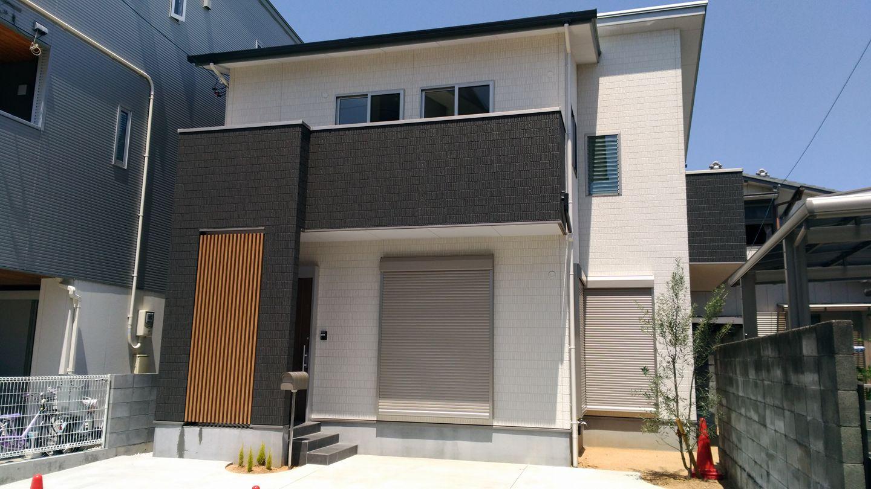 人気の福島小学校区にリビングが吹き抜けで開放感のある家