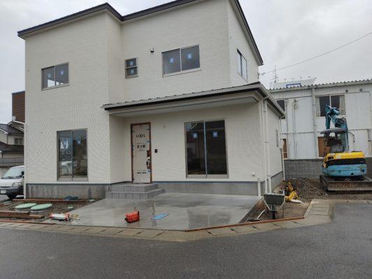 外構土間コンクリート打設開始